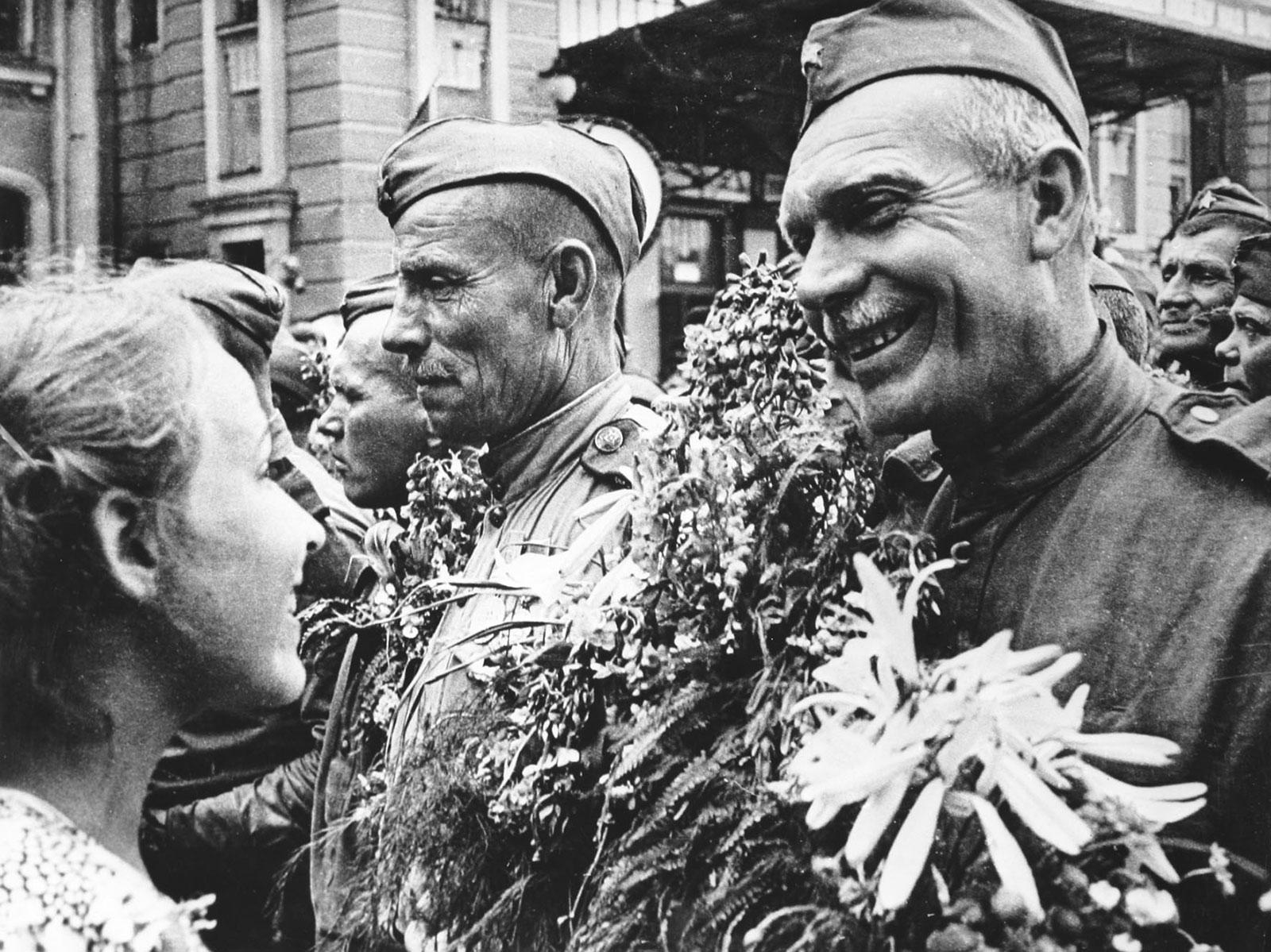 Картинки по запросу белорусский вокзал день победы